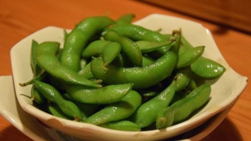 Food and drinks you should try at an izakaya edamame