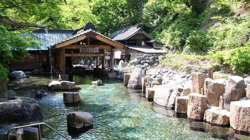 Image of an outdoor Onsen