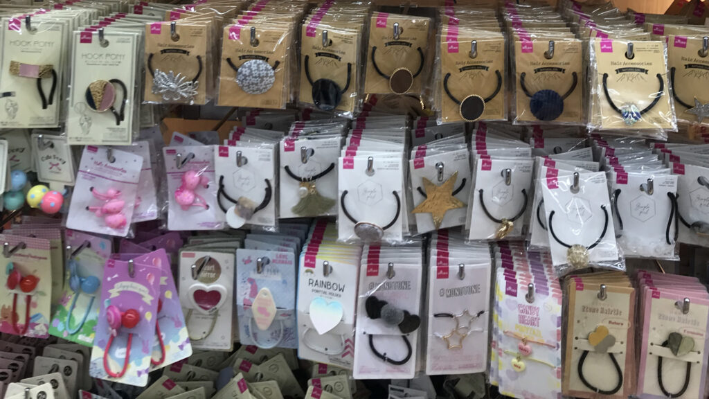 100 Yen Shop _ Tips on where to go and what to buy hair accessories