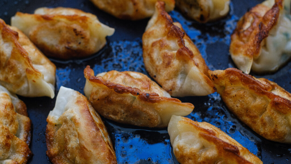 Japanese things you can do during lockdown, Japanese food and drinks gyoza