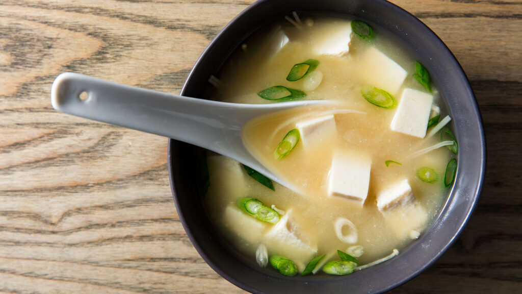 Japanese things you can do during lockdown, Japanese food and drinks miso soup