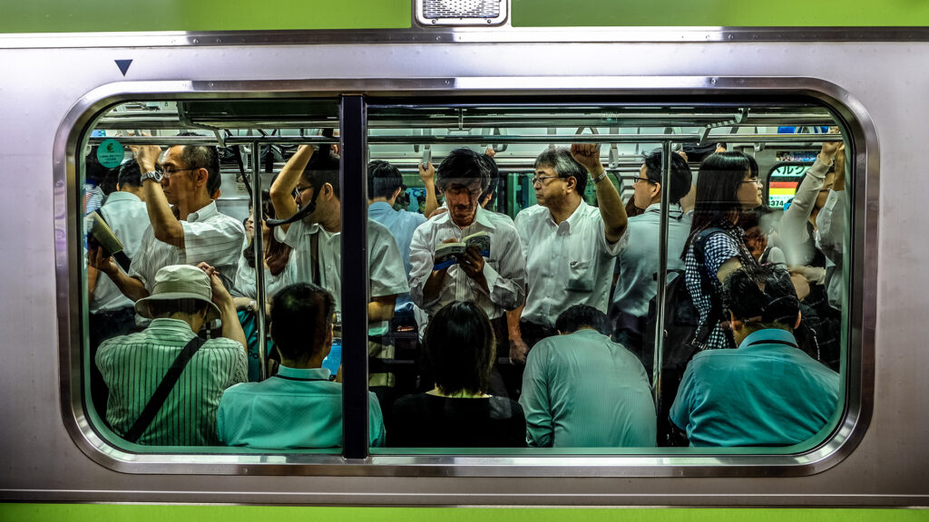 7 Unspoken rules of things NOT to do on the Tokyo subway crowded tranis