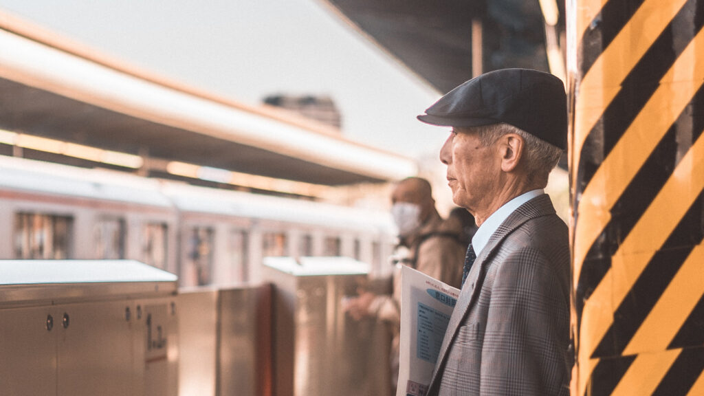 7 Unspoken rules of things NOT to do on the Tokyo subway old man waiting for train