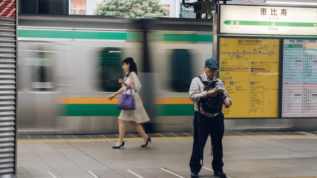 7 Unspoken rules of things NOT to do on the Tokyo train sign